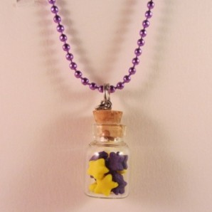 Flesje met paarse en gele sterretjes